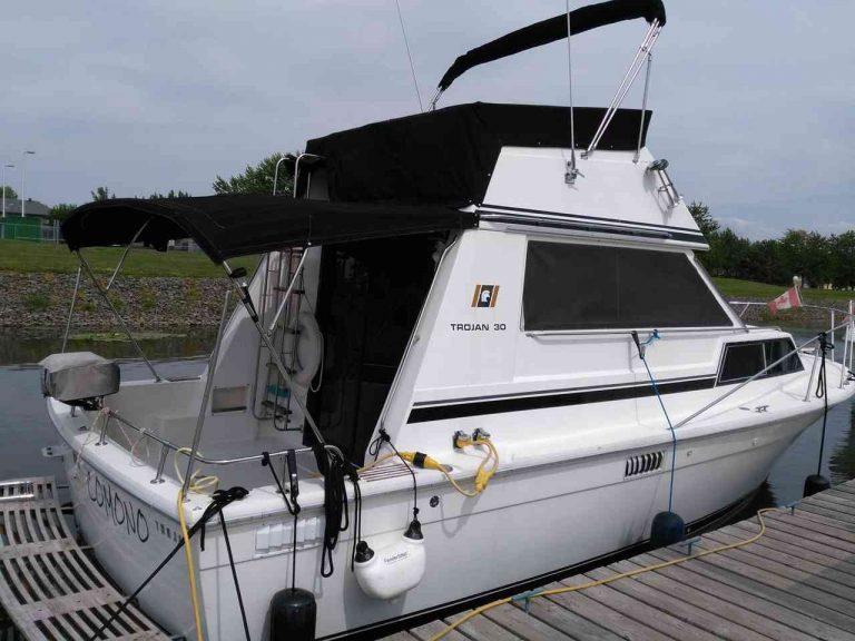 bateau-trojan-f30-02.jpg